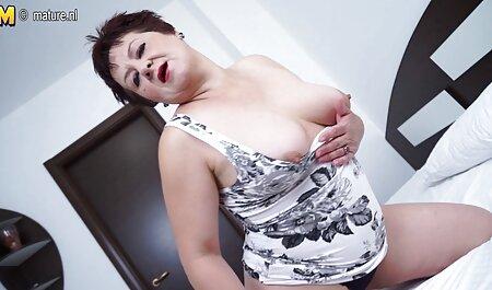 لباس منحنی در یک لباس تحریک آمیز با یک تصاویر مصور سکسی الاغ بزرگ